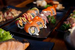 Llegó la hora del sushi delivery