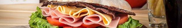 Sándwiches en pan árabe