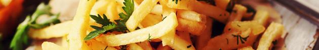 Papas fritas y ensaladas