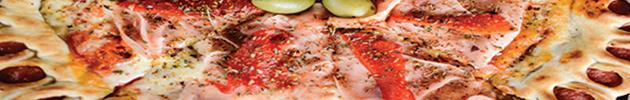 Pizzas con borde de deditos de salchicha