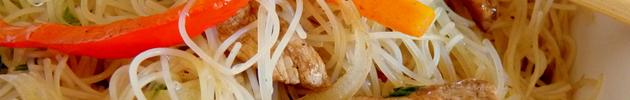Mi fen (fideo de arroz saltado)