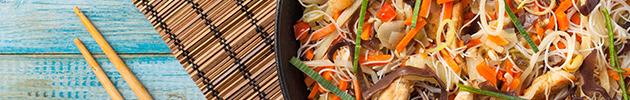 Chau mi fen (fideos de arroz salteados)