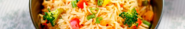 Yakimeshi (saltado de arroz y vegetales al wok)