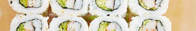 California rolls (envueltos en sésamo, masago o ciboulette)