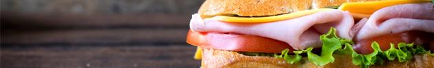 Sándwiches y medialunas