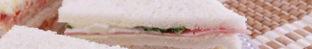 Sandwiches de pan blanco