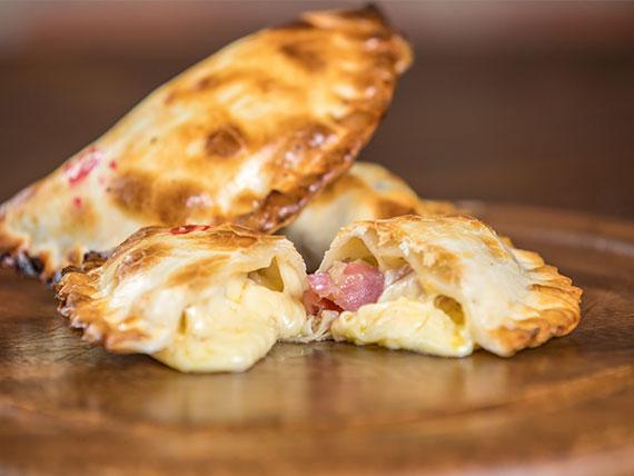 07. Empanada de queso provolone y bondiola