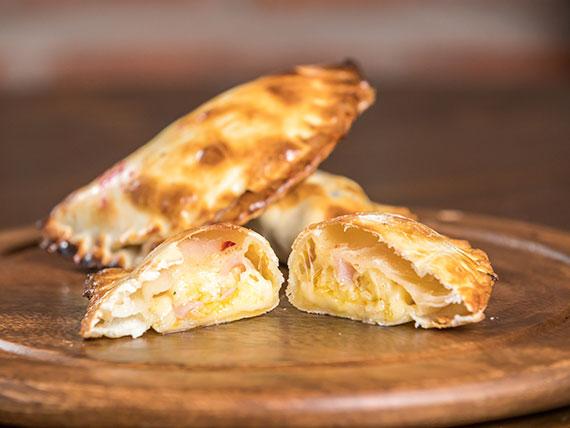 19. Empanada de jamón y queso