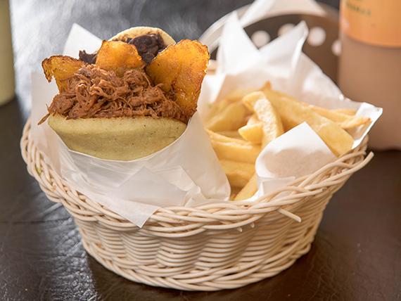Combo - Arepa pabellón + papas fritas + bebida