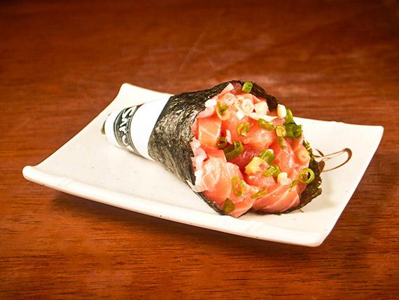 39. Temaki de salmão simples