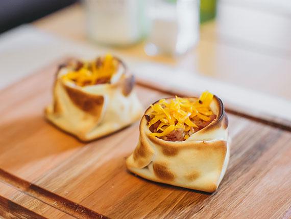 22. Empanada de queso cheddar fundido y panceta ahumada