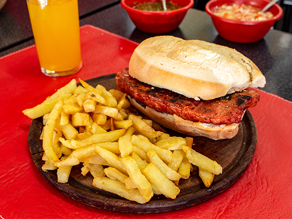 Promo 4 (martes a viernes) - Choripan + porción fritas + gaseosa 500 cc