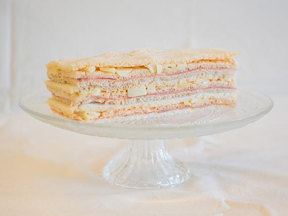 16 - Sándwiches de jamón cocido, palmitos y salsa golf