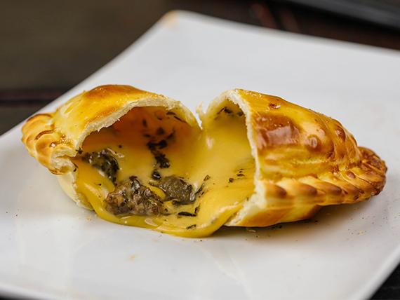 40 - Empanada parrillera