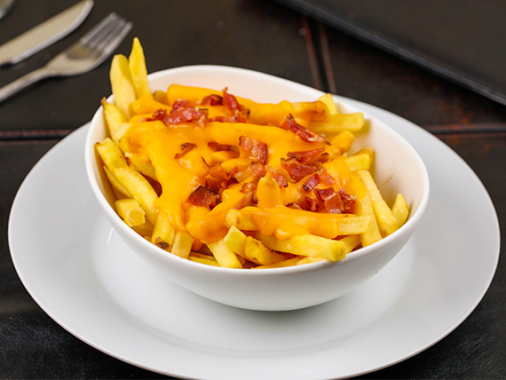 Papas cheddar y bacon