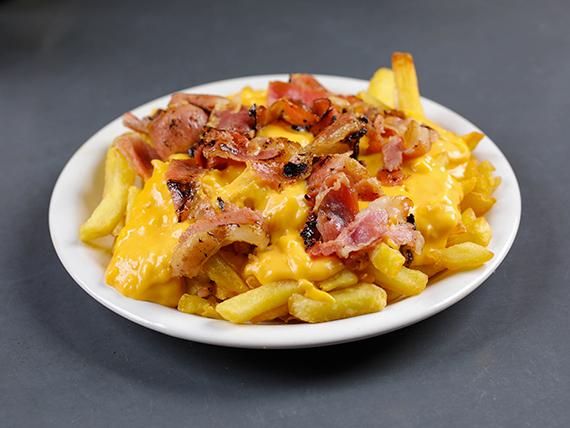 Porción de papas fritas cheddar y bacon