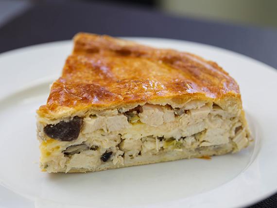 Tarta gourmet de pollo y hongos frescos
