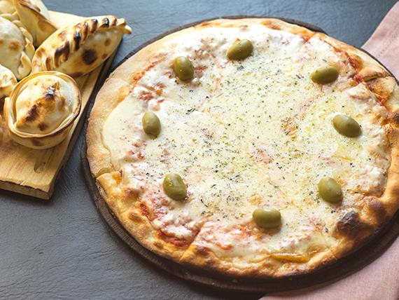 Promo 9 - Pizza con muzzarella grande + 6 empanadas