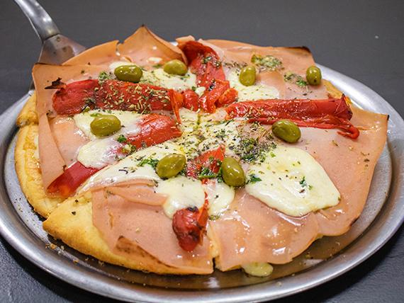 Pizza grande de jamón y morrón