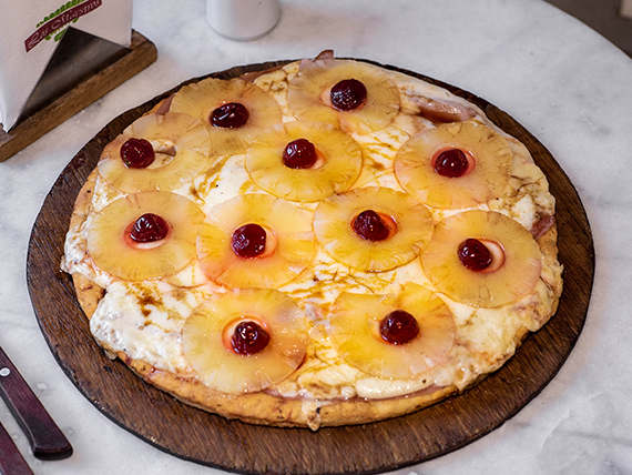 Pizza muzzarella con ananá