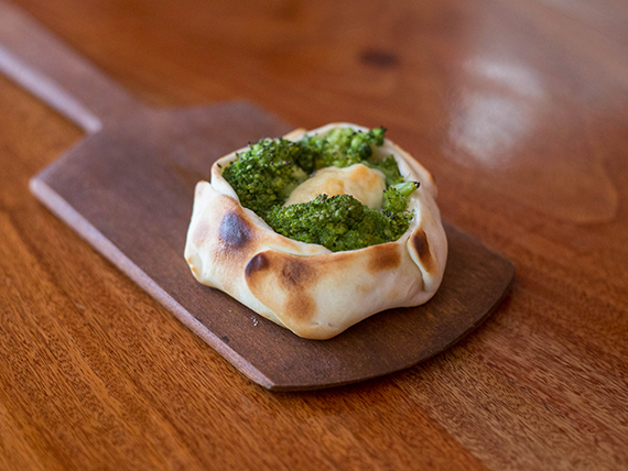 Canastita de brócoli con queso azul
