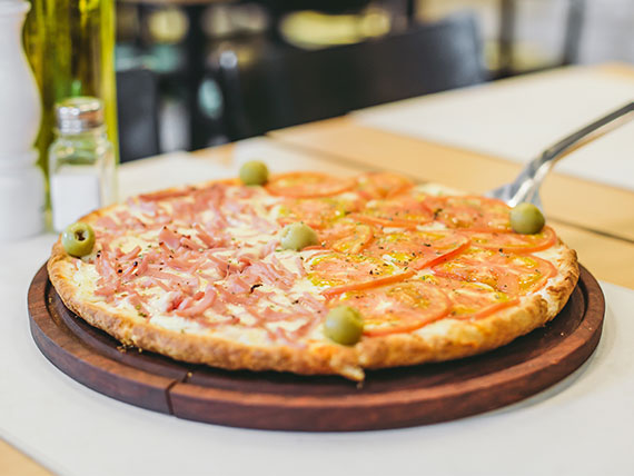 Promo 1 - Pizza grande mitad napolitana + mitad de jamón