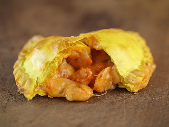 1 - Empanada de camarones al ajillo