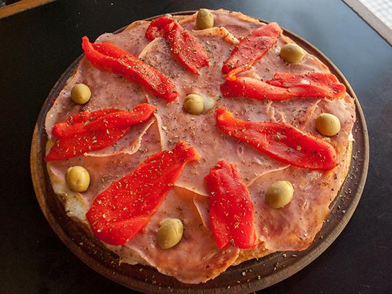 Pizza con jamón y morrones grande