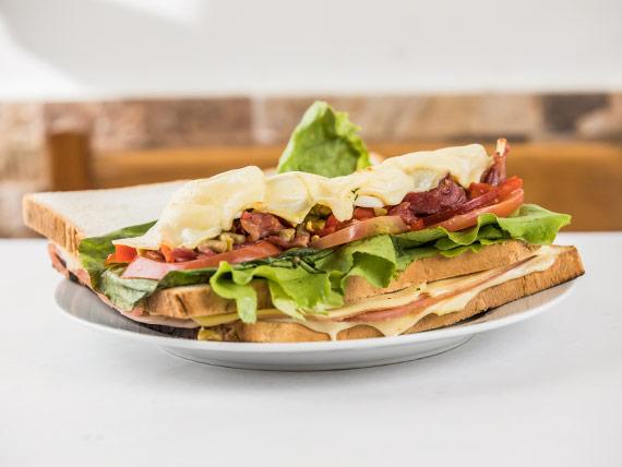Sándwich caliente La Mole