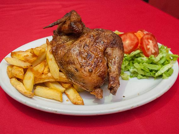 Pollo broaster con guarnición