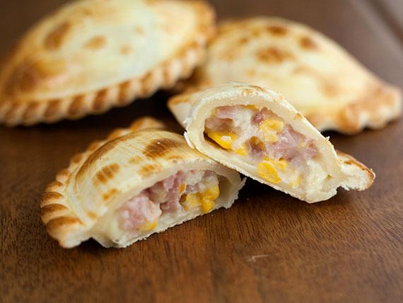 14 - Empanada de jamón y choclo