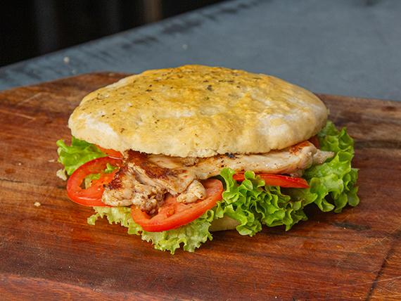 Sándwich 1/4 pollo con lechuga y tomate