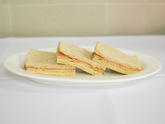 Sándwich migas de jamón crudo con queso (3 unidades)