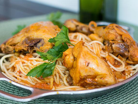 Quinta-feira - espaguete com frango