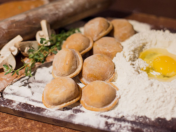 Sorrentinos de calabaza, muzzarella y hongos