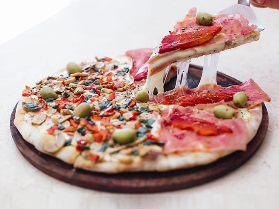 Pizza mitad y mitad grande (8 porciones)
