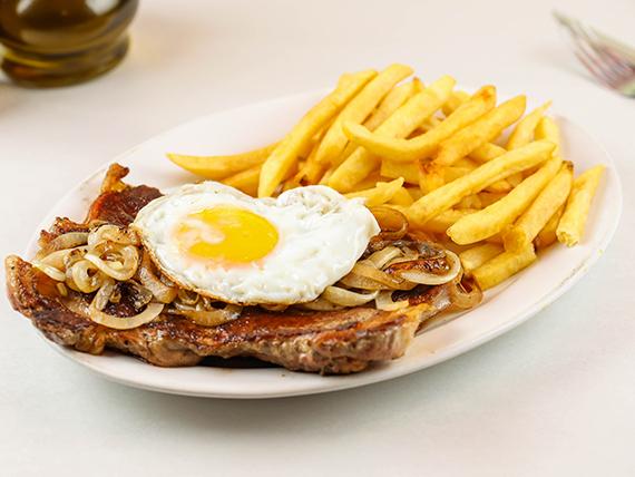 Finito con papas fritas (con huevo frito y cebolla frita)