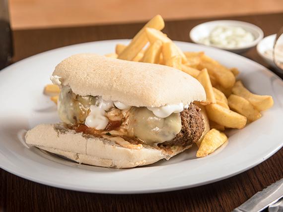 Sándwich meatball + papas fritas