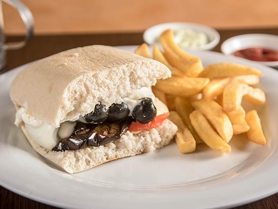 Sándwich vegetariano + papas fritas