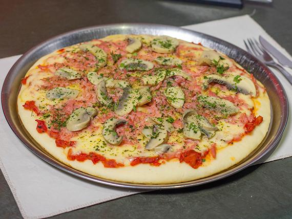 9 - Pizza de jamón y champignon