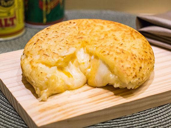 Batata ou mandioca suiça quatro queijos