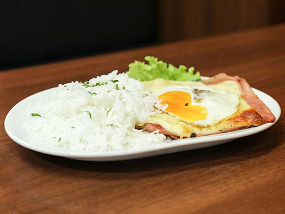 Finito de pollo con huevo frito