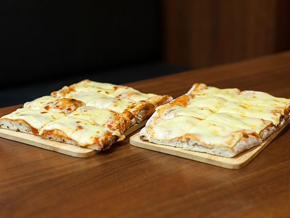 Pizza con muzzarella 2 x 1