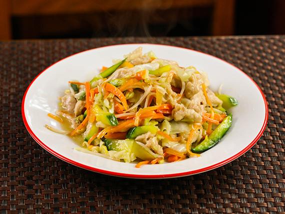 Chop suey con pollo (plato grande)