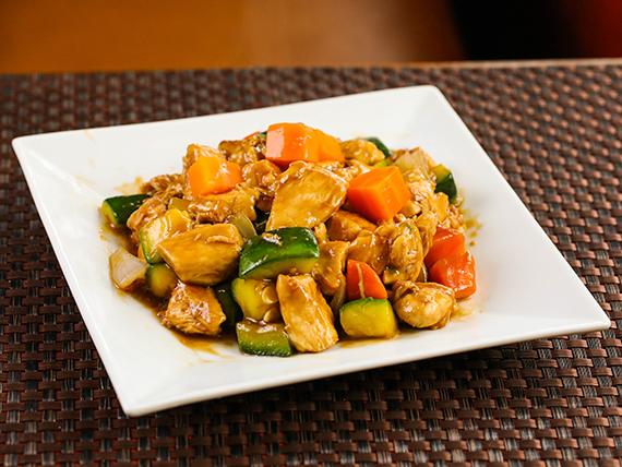 Pollo con salsa de soja (plato grande)