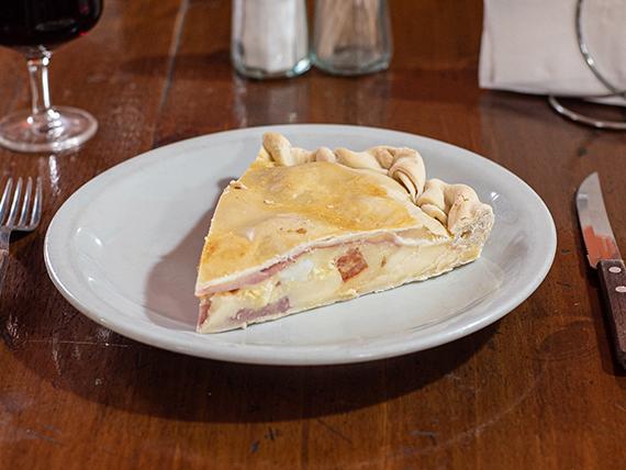 Tarta de jamón, queso, huevo y tomate