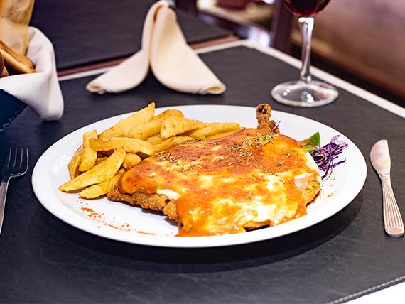 Suprema de pollo napolitana