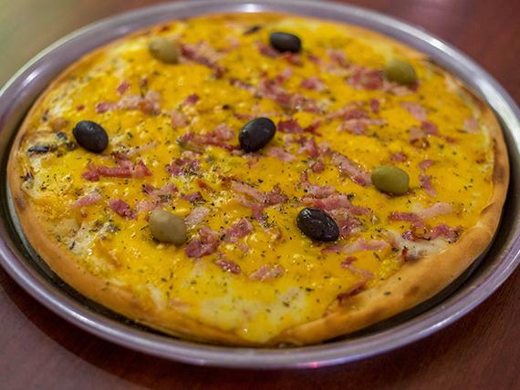 Pizza cheddar y panceta grande