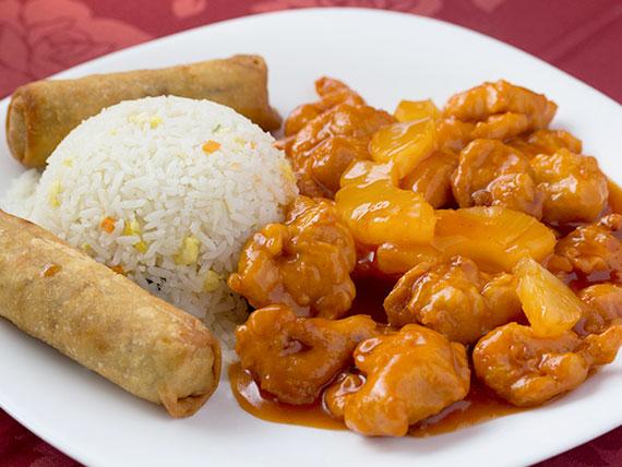 Pollo piña con arroz chaufán