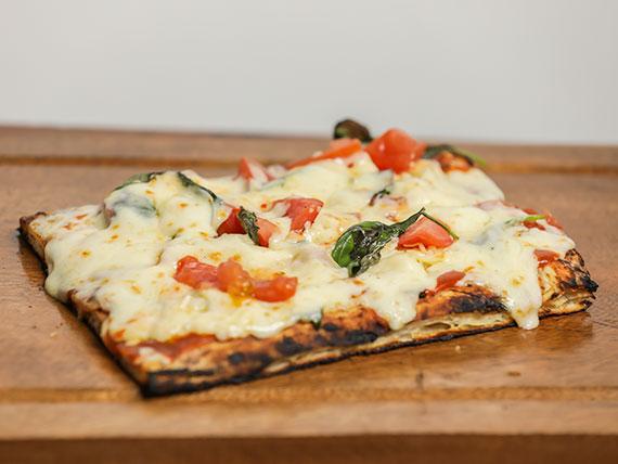 Pizza con muzzarella y un gusto a elección (porción)